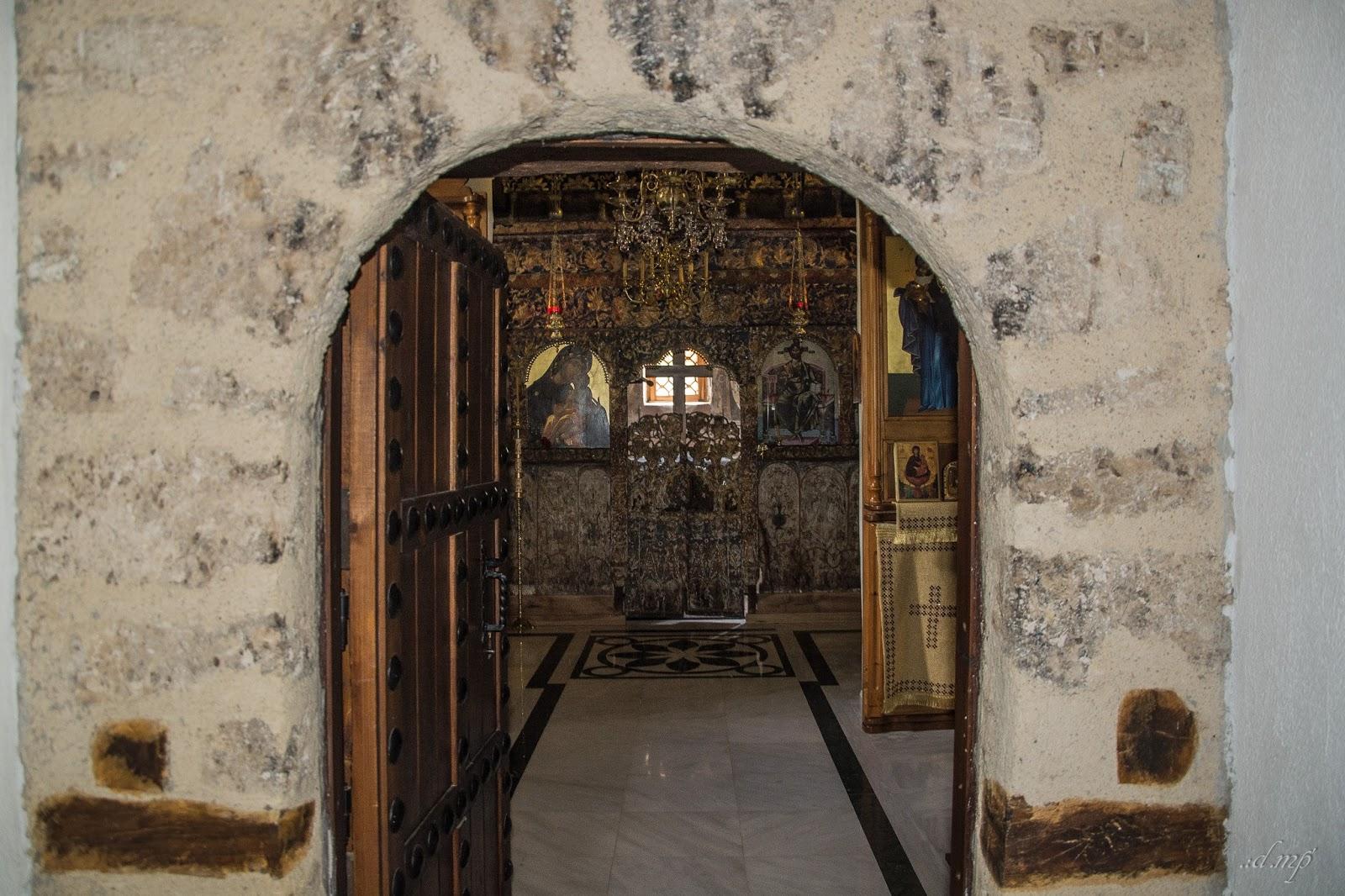 Είσοδος Ναού Ι.Μ.Αγίας Παρασκευής Δομαβιστίου © Διονύσης Μπόσιακας