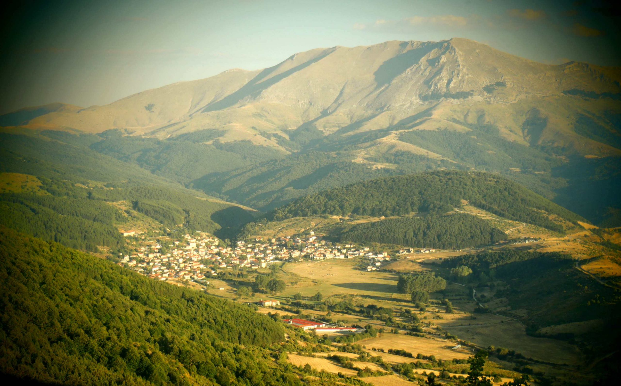Θέα Βλάστης από ψηλά © travelseefeel